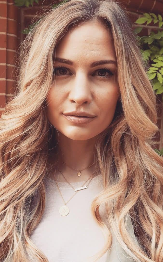 Anna Saccone Joly | Fashion friday, Anna saccone, Fashion