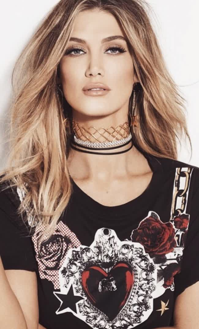 ¿Cuánto mide Delta Goodrem? - Real height DeltaGoodrem